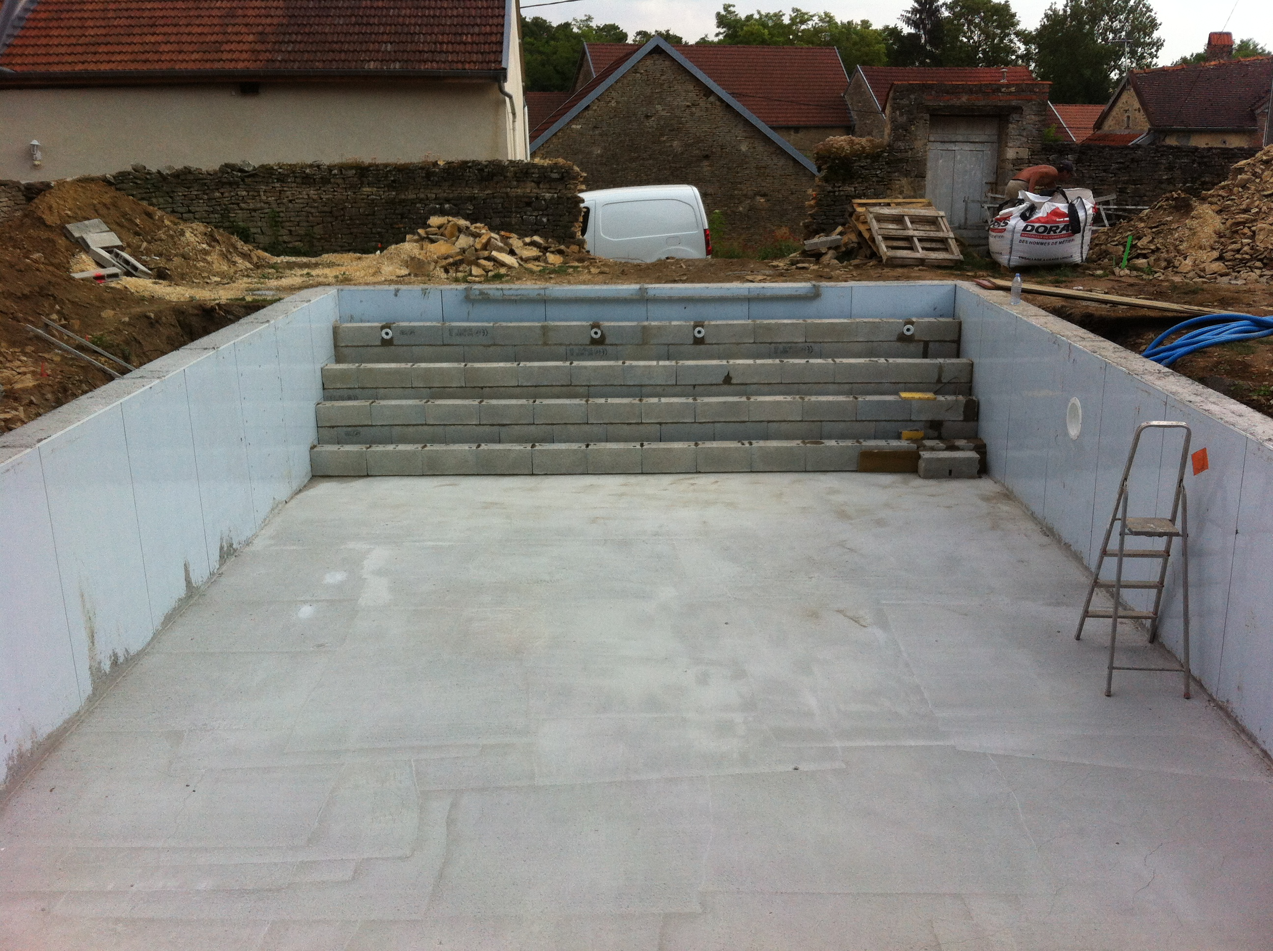 Volet roulant de piscine sur mesure for Construction piscine