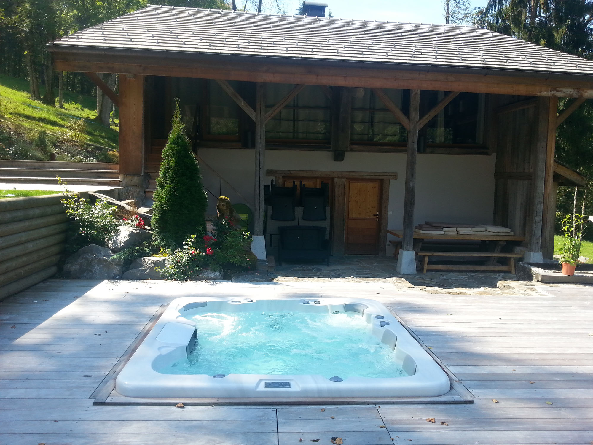Vente spa de nage annecy vente de spas annecy aquaphil for Piscine spa annecy